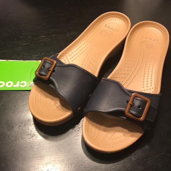 09fcd9079e3b NEW Crocs Sarah sandal size 10 gold navy blue